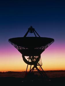 Very Long Baseline Array Radio Telescope, Hawaii by David Nunuk