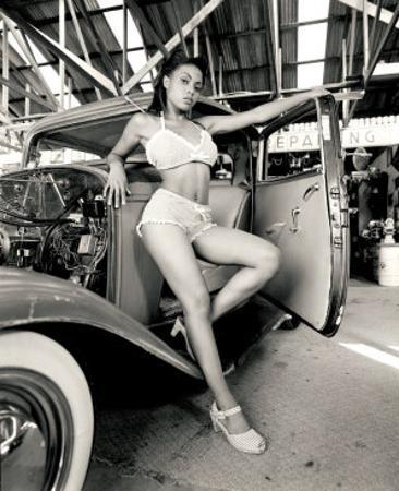 Pin-Up Girl: 1932 Deuce Coupe Garage