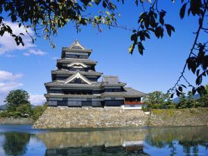Matsumoto-Jo Castle, Matsumoto, Japan by David Poole