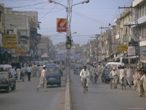 Street Scene, Rajah Bazaar, Rawalpindi, Punjab, Pakistan by David Poole