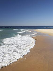 Nobbys Beach, Newcastle, New South Wales, Australia by David Wall