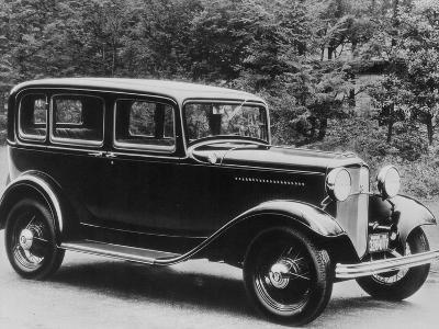 De Luxe Pordor Sedan--Photographic Print