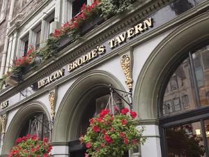 Deacon Brodie's Tavern, Royal Mile, Old Town, Edinburgh, Scotland, Uk