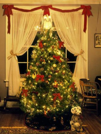 Decorated Christmas Tree Displays in Window, Oregon, USA ...