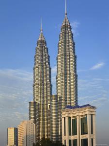 Petronas Twin Towers, Kuala Lumpur, Malaysia by Demetrio Carrasco