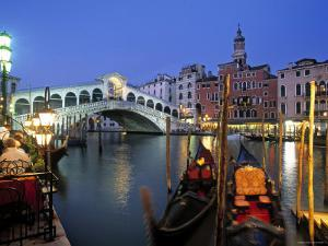 Rialto Bridge, Grand Canal, Venice, Italy by Demetrio Carrasco