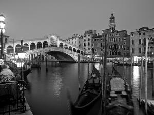 Rialto Bridge, Grand Canal, Venice, Italy by Demetrio Carrasco
