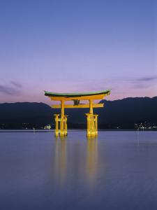 Tori, Miyajima, Honshu, Japan by Demetrio Carrasco