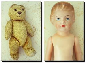 Well Worn: Childhood Dolls and Memories by Den Reader