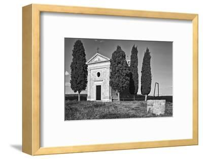 Italy, Tuscany. Vitaleta Chapel in the Val d'Orcia