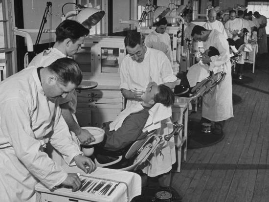 Dentists Working on Soldiers at the Ft. Meade and Walter Reed Dental Hospital--Photographic Print