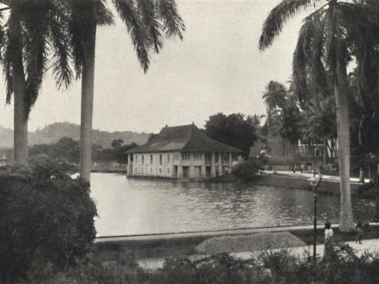 'Der See von Kand mit dem Bibliotheksgebaude des Tempels des Heiligen Zahnes', 1926-Unknown-Photographic Print