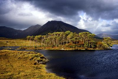 Derryclare Lough in Connemara, Ireland-Chris Hill-Photographic Print