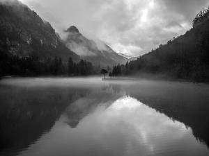 Mountain Lake by Design Fabrikken