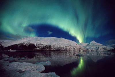 N. Lights over Portage Lake and Chugach Mtns Sc Ak Winter