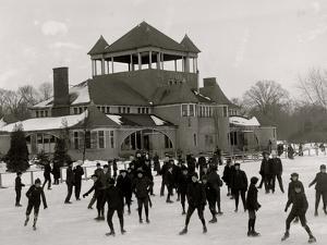 Detroit, Mich., Skating at Belle Isle