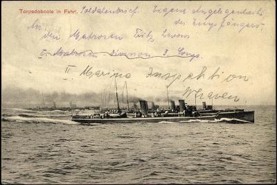 Deutsches Kriegsschiff in Fahrt Auf Hoher See--Giclee Print