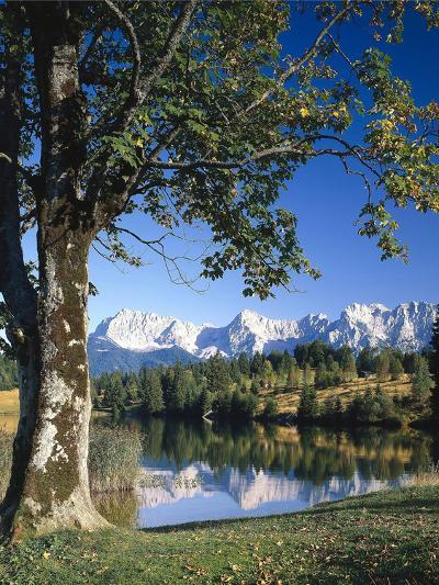 Deutschland, Oberbayern, Werdenfels, Geroldsee, Karwendelgebirge, Herbst, Sv¼ddeutschland-Thonig-Photographic Print