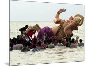 Devotees Immerse a Giant Clay Idol of Hindu Elephant-Headed God Ganesh into the Arabian Sea, Bombay