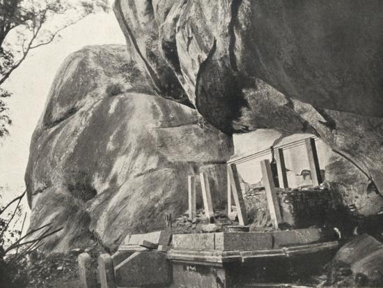 Die Rajagirilena genannte Stelle in den Felsen von Mihintale-Unknown-Photographic Print