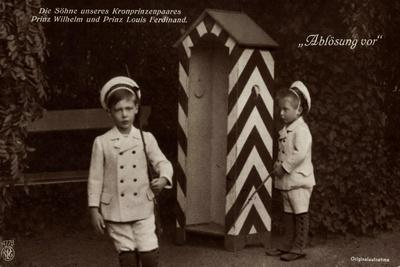 https://imgc.artprintimages.com/img/print/die-soehne-des-kronprinzenpaares-zollhaus-npg-4778_u-l-prcfrc0.jpg?p=0