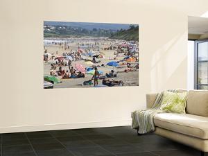 Oyambre Beach in High Season by Diego Lezama