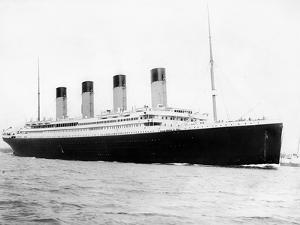Digitally Restored Photo of RMS Titantic Departing Southampton