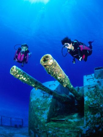 https://imgc.artprintimages.com/img/print/diving-near-the-shipwreck-mv-capt-tibbets-off-cayman-brac-cayman-islands_u-l-p5dcn60.jpg?p=0
