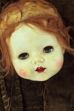 https://imgc.artprintimages.com/img/print/doll-head-on-sack_u-l-pyzzgy0.jpg?p=0