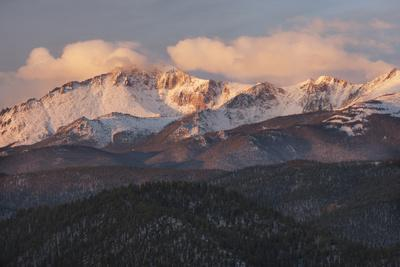 USA, Colorado, Pike NF. Clouds over Pikes Peak at Sunrise