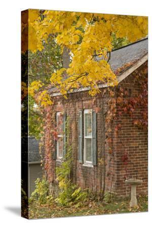 USA, Iowa, Mt Vernon. Brick House in Autumn