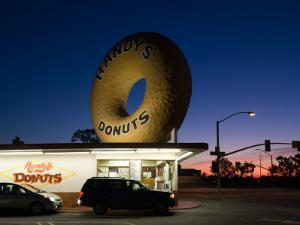 Donut's Shop at Dawn, Randy's Donuts, Inglewood, Los Angeles County, California, USA