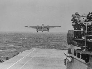 Doolittle Raid on Tokyo,B-25 Leaves USS Hornet