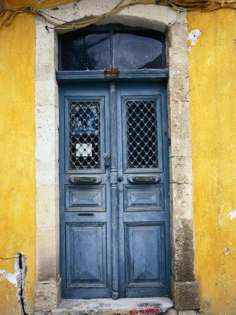 https://imgc.artprintimages.com/img/print/doorway-in-old-venetian-quarter-hania-crete-greece_u-l-p11xi80.jpg?p=0