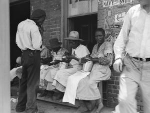 Lunchtime for Georgia peach pickers, 1936 by Dorothea Lange