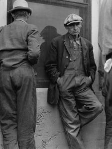 Waiting for twice monthly relief checks at Calipatria, California, 1937 by Dorothea Lange