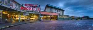 0716 Pike Place Seattle by Doug Cavanah