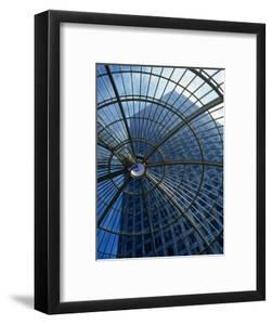 An Eye on the Sky, Canary Wharf - London, England by Doug McKinlay
