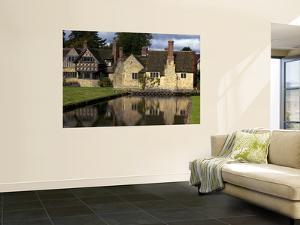 Hever Castle by Doug McKinlay