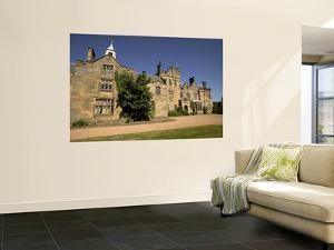 Moated Scotney Castle by Doug McKinlay