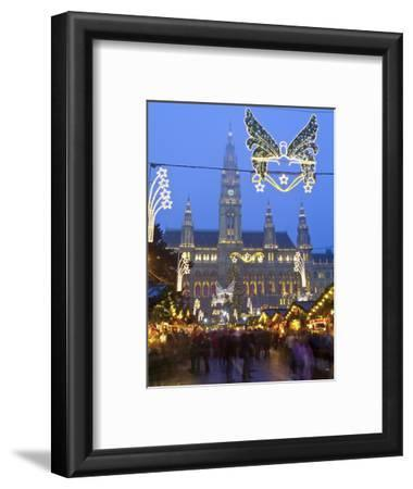 Christmas Markets, Rathaus (Town Hall), Vienna, Austria
