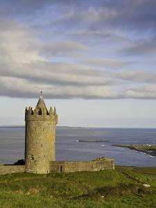 Doonagore Castle by Doug Pearson