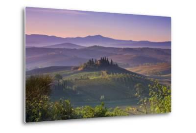 Iconic Tuscan Farmhouse, Val D' Orcia, UNESCO World Heritage Site, Tuscany, Italy, Europe
