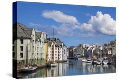 Old Fishing Warehouses in Harbour, Alesund, Sunnmore, More Og Romsdal, Norway, Scandinavia, Europe