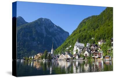 Village of Hallstatt, Hallstattersee, Oberosterreich (Upper Austria), Austria, Europe