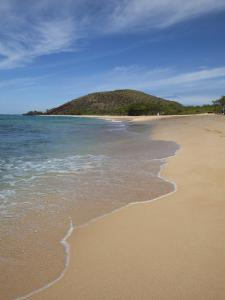 Makena Beach, Oneloa, Big Beach, Maui, Hawaii, USA by Douglas Peebles