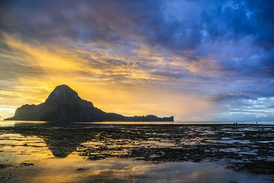 Dramatic Sunset Light over the Bay of El Nido, Bacuit Archipelago, Palawan, Philippines-Michael Runkel-Photographic Print