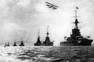 Dreadnoughts and Hydroplane, British Grand Fleet, North Sea, First World War, 1914--Giclee Print