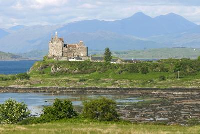Duart Castle, Near Craignure, Mull, Argyll and Bute, Scotland-Peter Thompson-Photographic Print