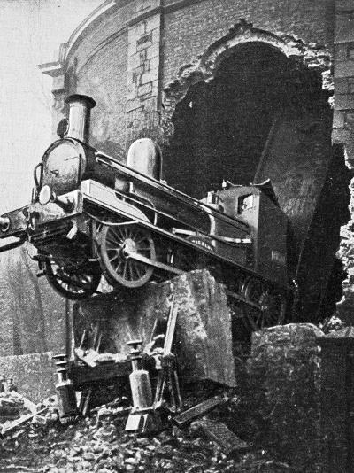 Dublin Train Crash--Photographic Print